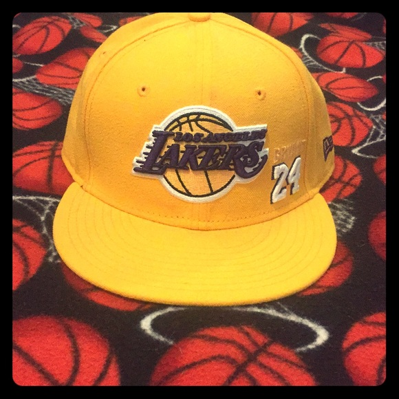 Kobe Bryant  24 Los Angeles Lakers Fitted Hat. M 5a8b0e6d9cc7ef5b7c041a84 6805d0d65ff3